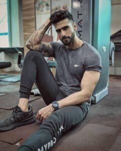 Abhinav Mahajan male fitness model in india