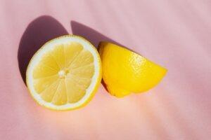 04 Best ways to use lemon for treating dandruff