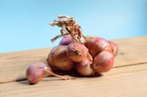 Best ways to Use onion for treating dandruff