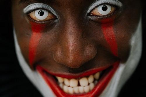 gap teeth Facial Features That Modeling Agencies Love