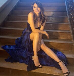 Elizabeth Hurley have beautiful legs