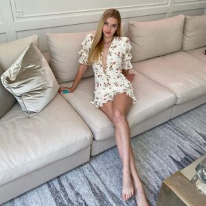 Gwyneth Paltrow have beautiful legs