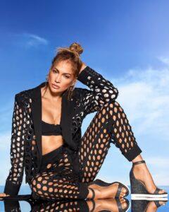 Jennifer Lopez is have pretty legs