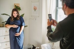 Take pictures of a pregnant mother