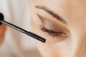 Mistakes to Avoid While Applying Mascara